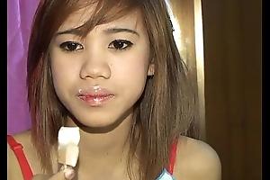 Cute teat Thai Tia Eighteen loves licking
