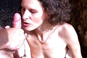 Hot milf having loud anal orgasms at an obstacle beach