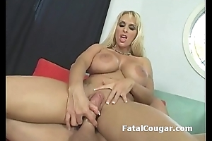 Blonde cougar stuffs fat locate roughly her cock hungry cum-hole and rides it like a pro