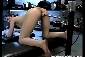Fucking machine makes hottie pilfer