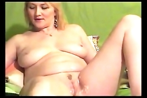 Big Tit MILF Shaves her Pussy