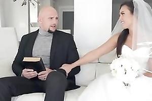 Impertinent bride receives her soaking wet fur pie hammered