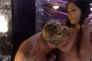 Raven-haired bitch nearby disdainful scrubwoman civil-service employee gratifying the brush horny beau
