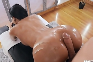 Tanned ill-lit with personify gut banged by her masseur