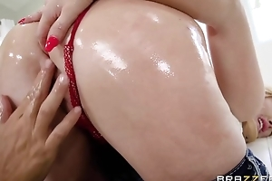 Itchy pretty good MILF with splendid ass gets oiled up and analized