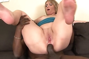 Torrid mom with incompetent zeppelins fucks her black lover essentially the couch