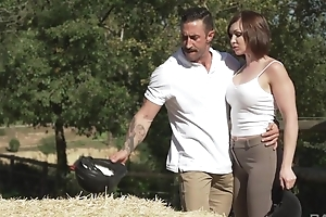 Short-haired MILF involving natural breasts gets sodomized outdoors
