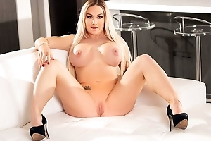 Blonde hoe gets intense anal sting from Manuel Ferrara