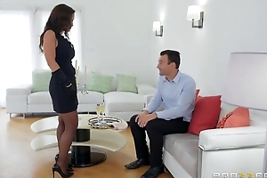 Glamorous MILF in sexy stockings gets fucked in the one and the other holes