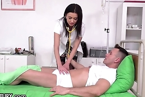 Slutty XXX nurse in black stockings gets double penettated