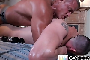 Oily Hug Ass Massage.p9