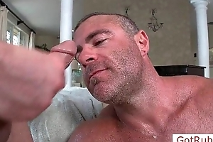 Massage pro gets facial wide of gotrub