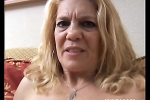 Mature indulge has a pierced pussy