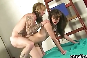 Tattooed cadger fucks subfuscous babe